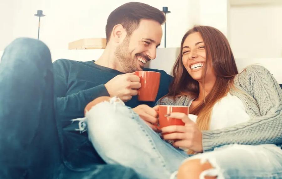 Casal feliz no relacionamento